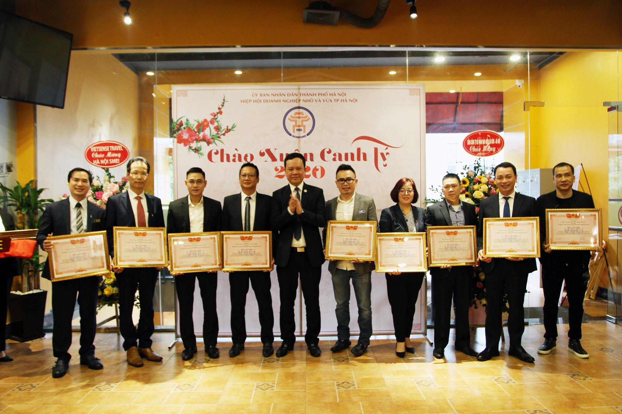 Adamo Studio receives the certificate of merit from VCCI